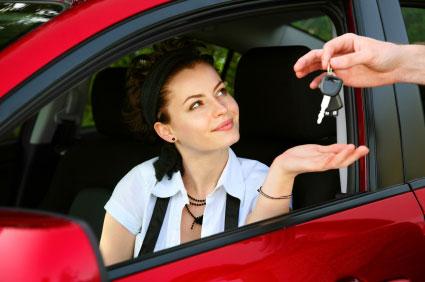 Kopa bil hos bilhandlare eller