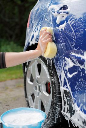 Tvätta helst bilen för hand
